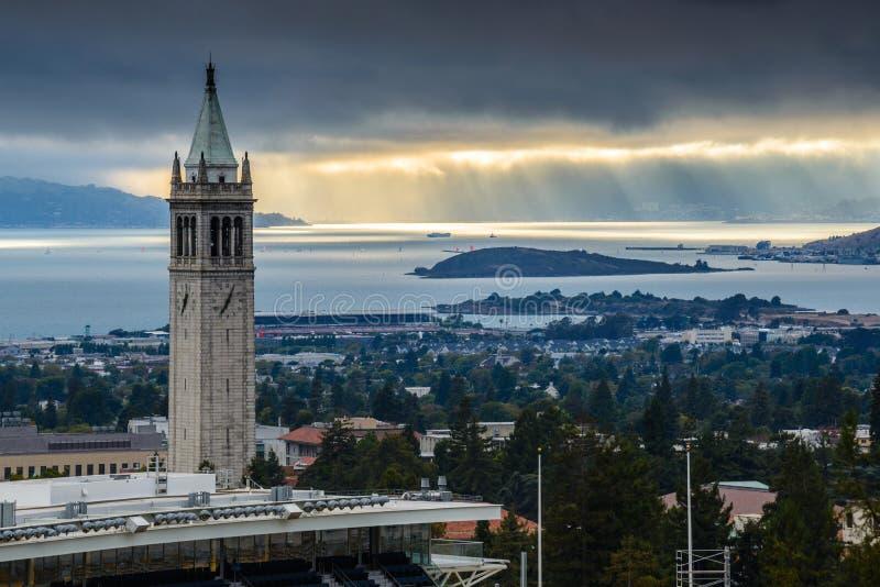 与阳光的加利福尼亚大学伯克利分校萨瑟塔 库存图片