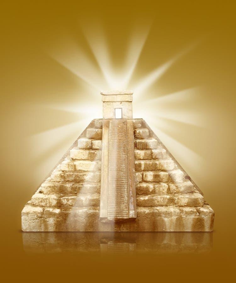 与阳光的金字塔 库存图片