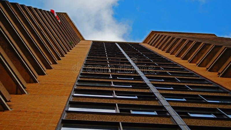 与阳台的高层建筑物在加拿大 库存照片