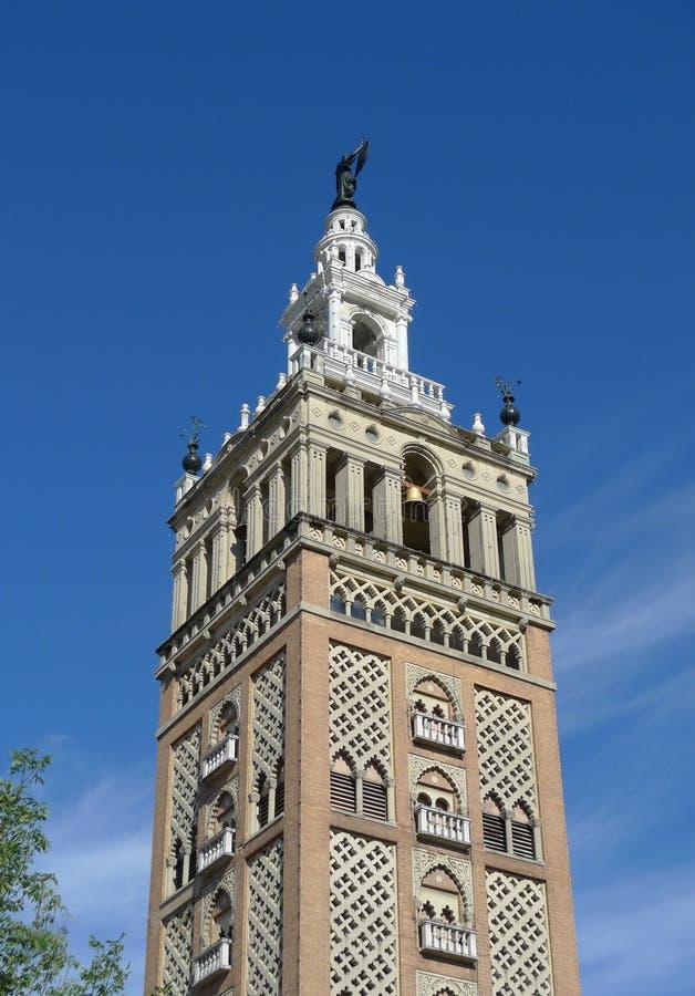 与雕塑的历史建筑在坎萨斯城,密苏里 免版税库存图片