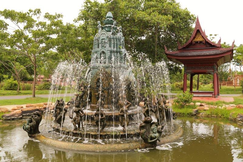与雕塑的Fotntan在水中 库存照片