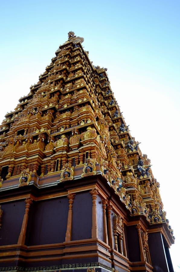 与雕塑神的华丽gopuram塔塔Nallur Kandaswamy Kovil印度寺庙的贾夫纳斯里兰卡 免版税库存图片
