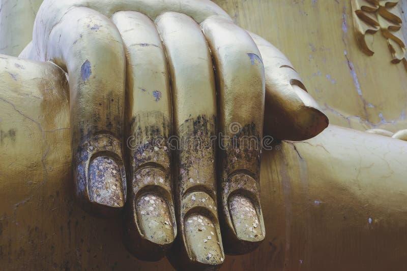 与雕象的大金子菩萨-佛教的标志在芭达亚 库存照片