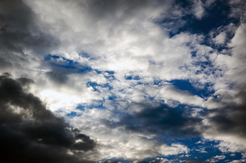 与雨的暴风云 免版税库存照片