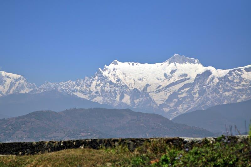 与雪的安纳布尔纳峰范围 免版税库存图片