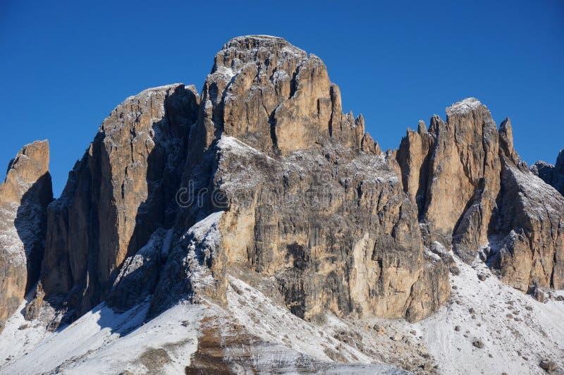 与雪的山峰在上面/3000米 免版税库存照片