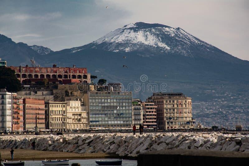 与雪的Vesuvio 免版税图库摄影