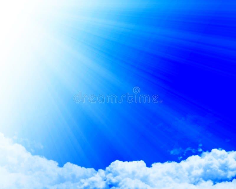 与露天场所的云彩 皇族释放例证