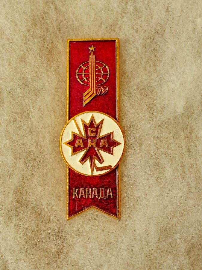 与题字的苏联徽章'加拿大,象征世界从系列的曲棍球冠军79''世界曲棍球Championship,1979年 库存图片