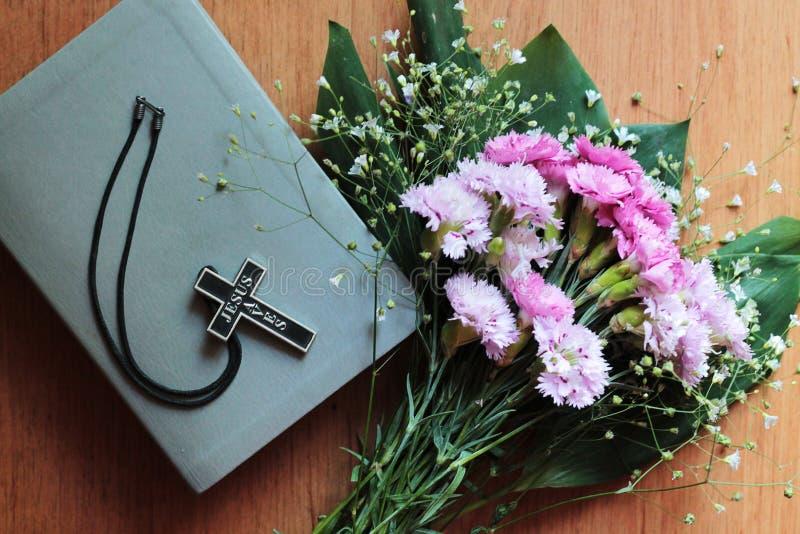 与题字耶稣的十字架保存 库存图片