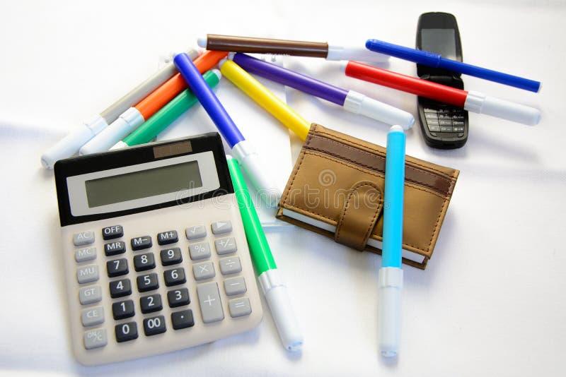 与颜色标志、计算器和电话的一点日志 免版税库存图片