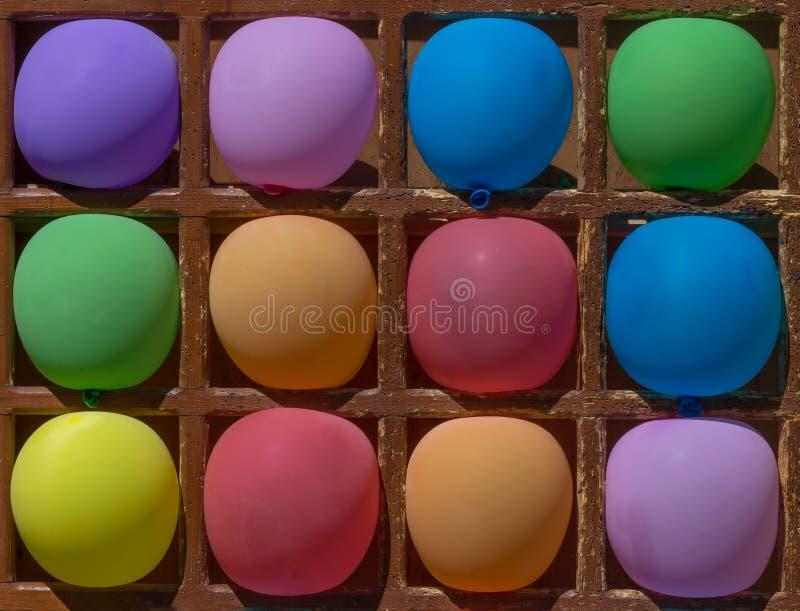 与颜色气球的箭比赛 库存照片
