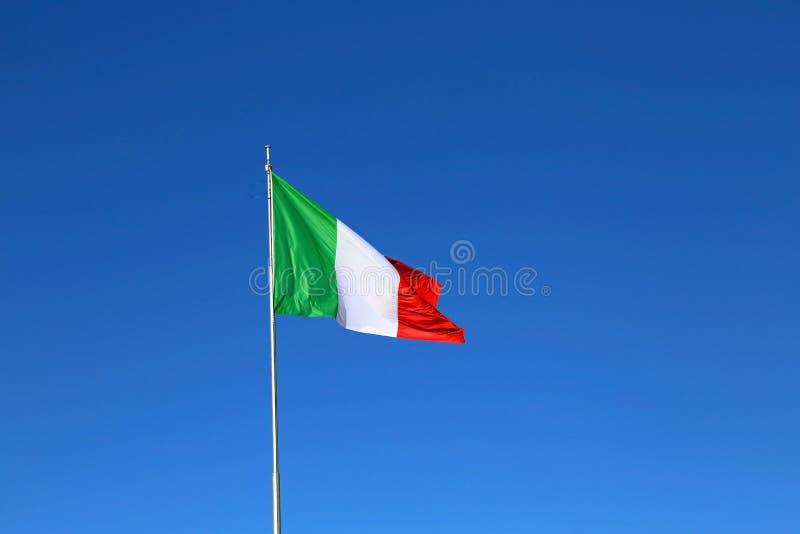 与颜色红色白色和绿色和天蓝色的意大利旗子 免版税库存照片