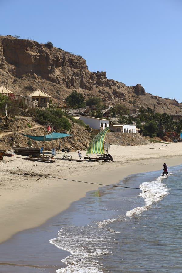 与风帆的木筏在Mancora,秘鲁 免版税图库摄影