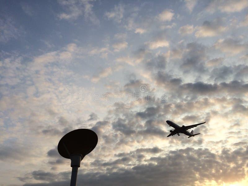与飞机的日落 库存图片