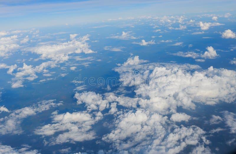 与飞机翼的天空 免版税库存照片