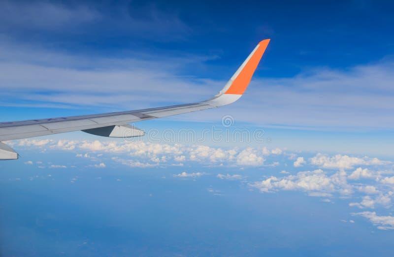 与飞机翼的天空 库存图片