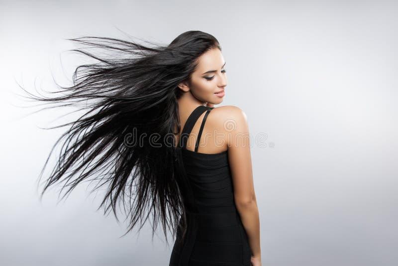 与飞行风头发的美好的女孩模型 库存图片