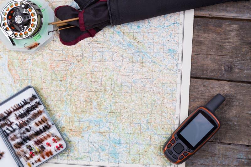 与飞鱼的滑车和地图的渔旅途 免版税库存照片