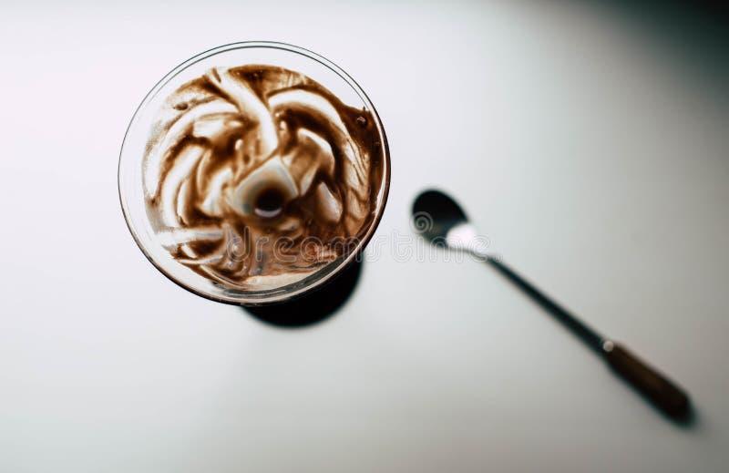 与香蕉奶油的巧克力点心 库存照片