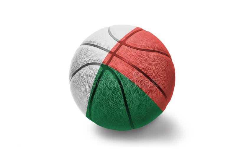 与马达加斯加的国旗的篮球球白色背景的 免版税图库摄影