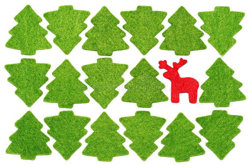 与马鹿的圣诞节明信片在冷杉木之中 免版税库存照片
