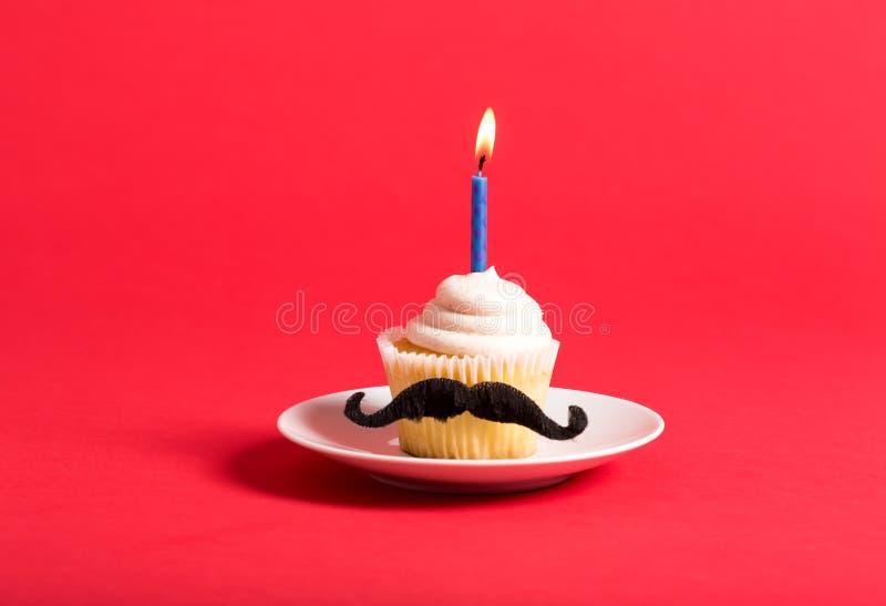 与髭父亲` s天题材的杯形蛋糕 库存照片