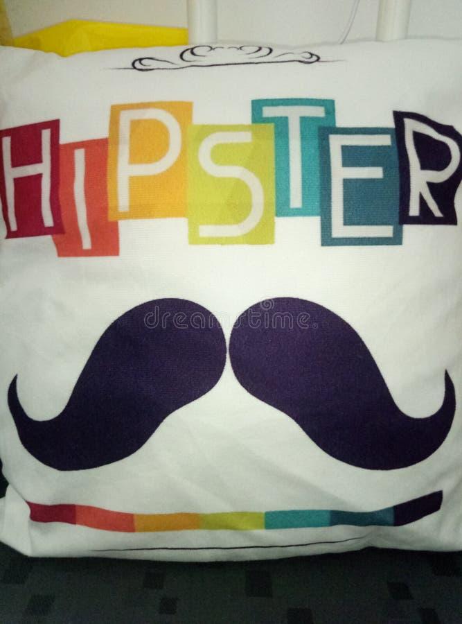 与髭的一个方形的帆布坐垫和一色的hippster的说明 库存图片