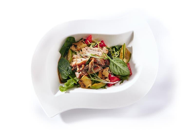 与鸡、菜和菠萝的温暖的沙拉 库存图片