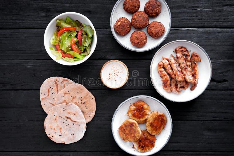 与鸡和沙拉三明治的集合 库存图片