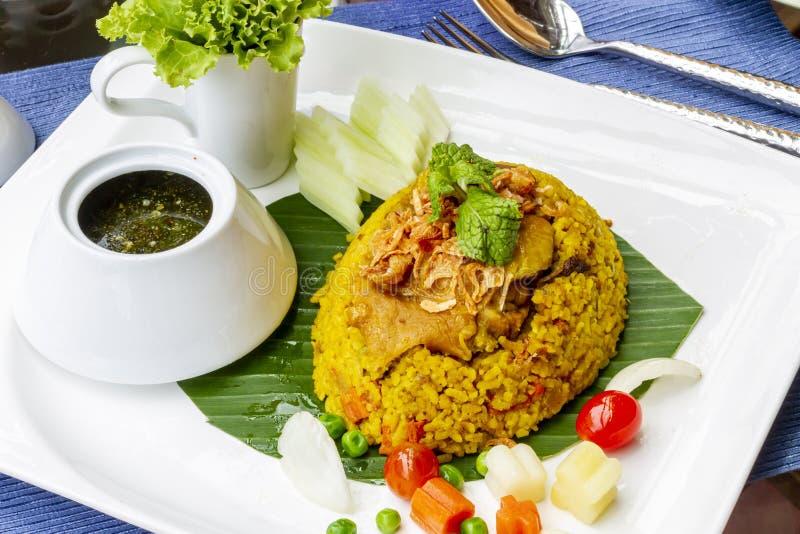 与鸡-泰国希拉勒食物的黄色米 库存图片