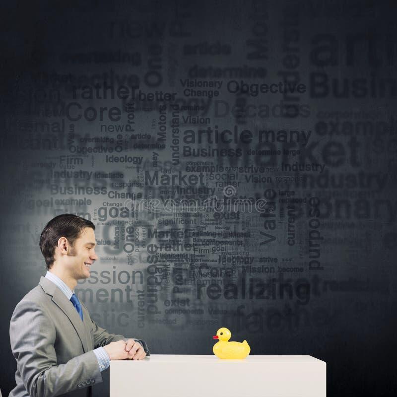 Download 与鸭子的商人 库存图片. 图片 包括有 鸭子, 可笑, 招标, 幽默, 差异, 滑稽, 表达式, 概念性 - 59105901