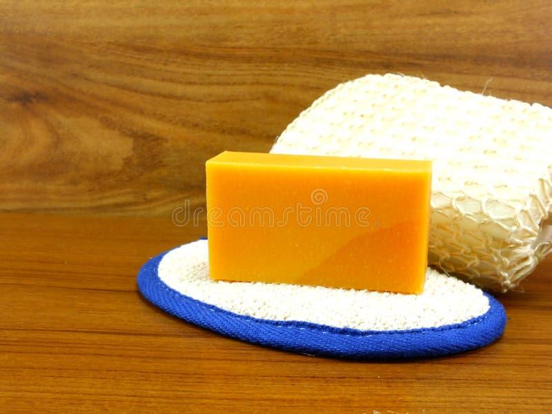 与麝香草肥皂的自然逆风行驶海绵 免版税库存图片
