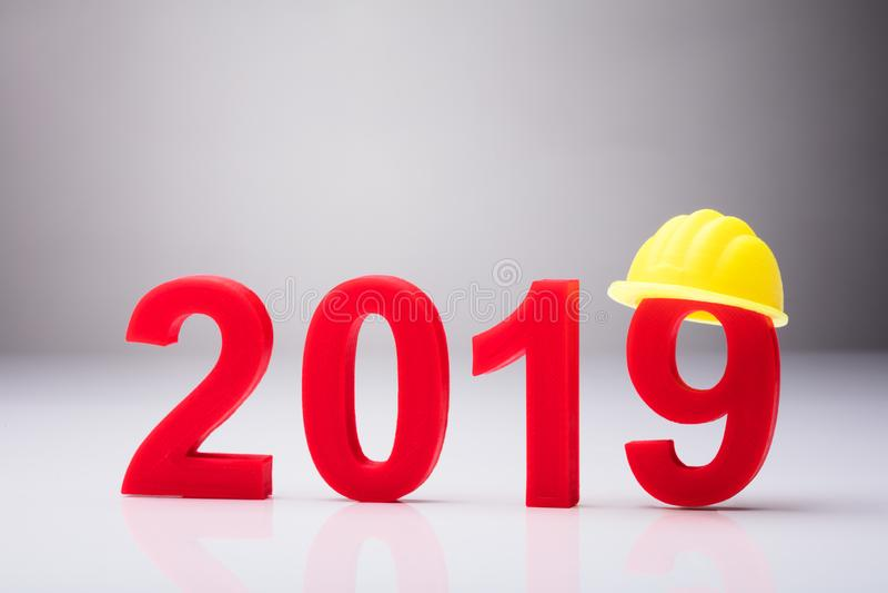 与黄色安全帽的年2019年 免版税图库摄影