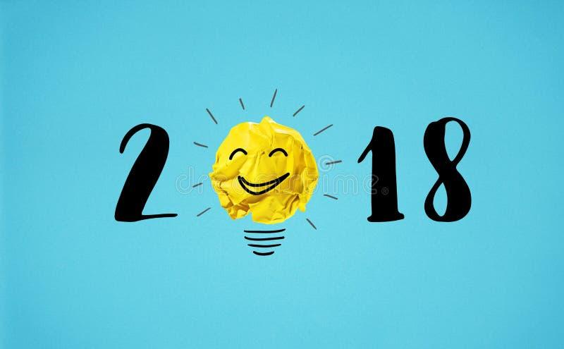 2018与黄色的新年概念弄皱了纸球 免版税库存图片