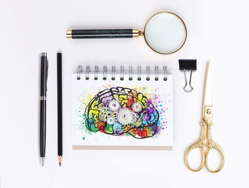 与齿轮的五颜六色的脑子,文具 图库摄影