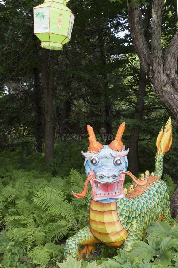 与龙的庭院场面 库存图片