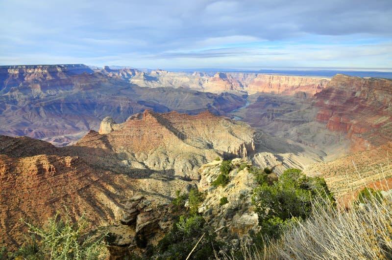 与阴云密布的大峡谷南外缘 免版税图库摄影