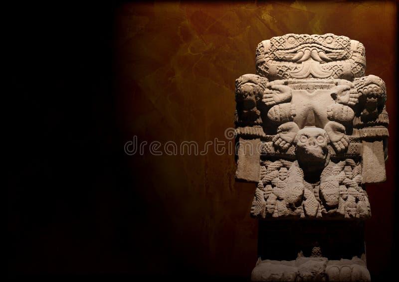 与死亡Coatlicue的阿兹台克女神的难看的东西背景 免版税库存图片
