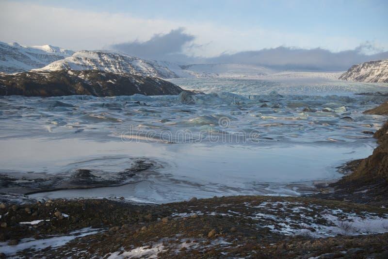 与冻冰河冰盐水湖的冬天风景, Vatnajokull地区,冰岛 图库摄影