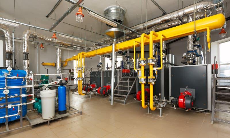 与水处理系统,很多煮沸的内部燃气锅炉 免版税库存图片