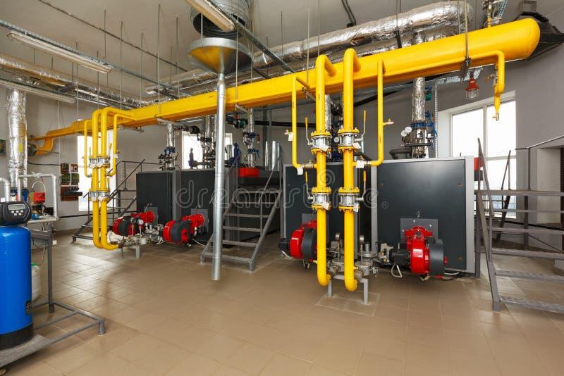 与水处理系统,很多煮沸的内部燃气锅炉 图库摄影