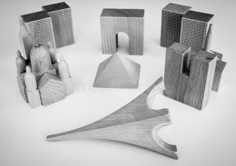 与巴黎大厦的木难题和翻倒游览埃菲尔 免版税库存图片