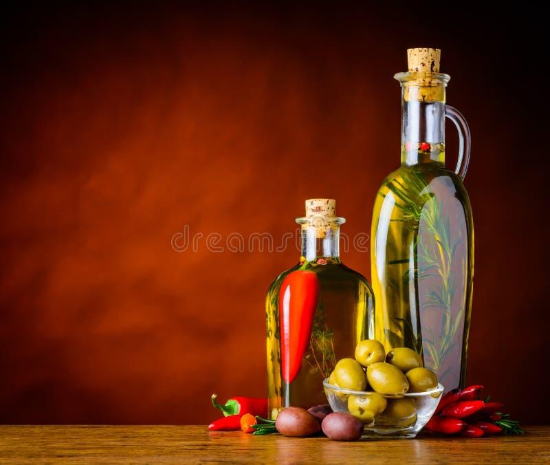 与维尔京橄榄油和拷贝空间的橄榄 库存图片