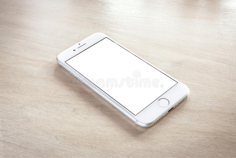 与黑屏的全新的iPhone 7银 免版税库存图片