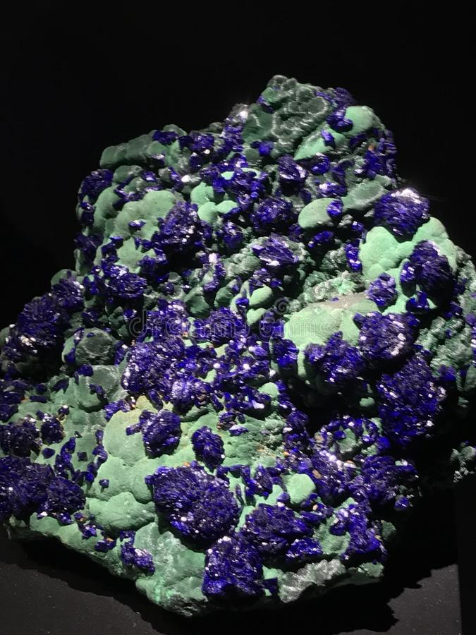 与绿沸铜的石青 库存图片
