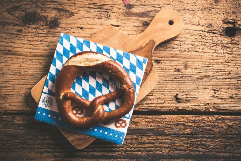 与巴法力亚样式餐巾的椒盐脆饼 免版税图库摄影