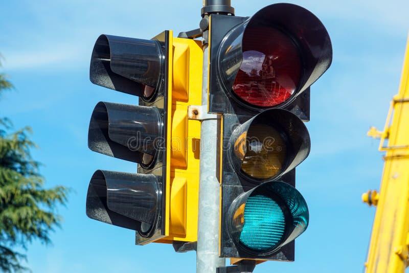 与绿灯lit.的红绿灯 免版税图库摄影