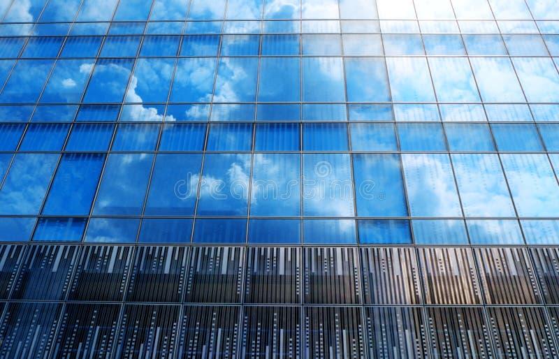 与玻璃天空反射的现代建筑学 图库摄影