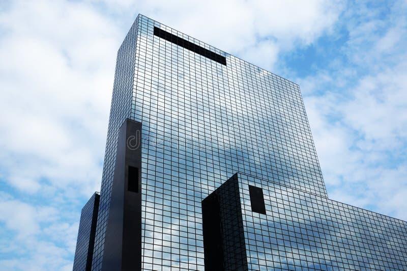与玻璃门面的办公楼 库存照片